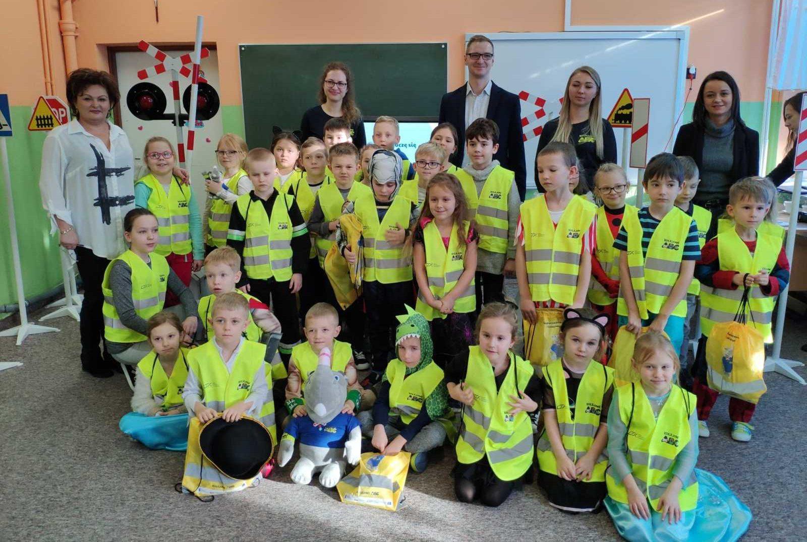 Kolejowe ABC - lekcjabezpieczeństwa w transporcie kolejowym ogólnopolska kampania informacyjno-edukacyjna z zakresu bezpieczeństwa kolejowego skierowana do dzieci w wieku szkolnym i przedszkolnym oraz nauczycieli i wychowawców.